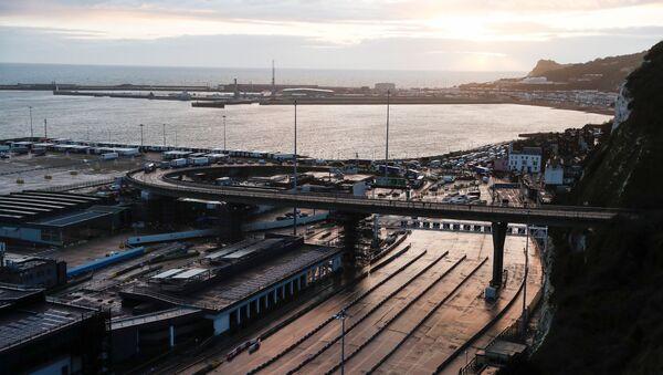 Nákladní automobily v britském přístavu Dover - Sputnik Česká republika