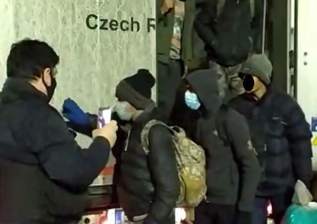 Čeští policisté zadrželi nelegální migranty