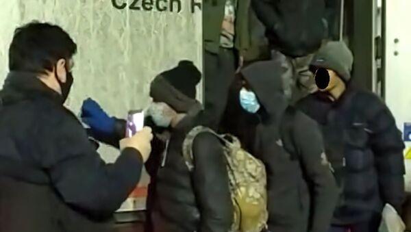 Čeští policisté zadrželi nelegální migranty - Sputnik Česká republika