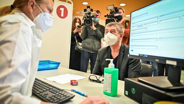 Premiér ČR Andrej Babiš si nechal píchnout druhou dávku vakcíny - Sputnik Česká republika