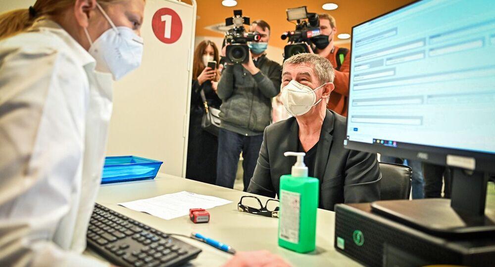 Premiér ČR Andrej Babiš si nechal píchnout druhou dávku vakcíny