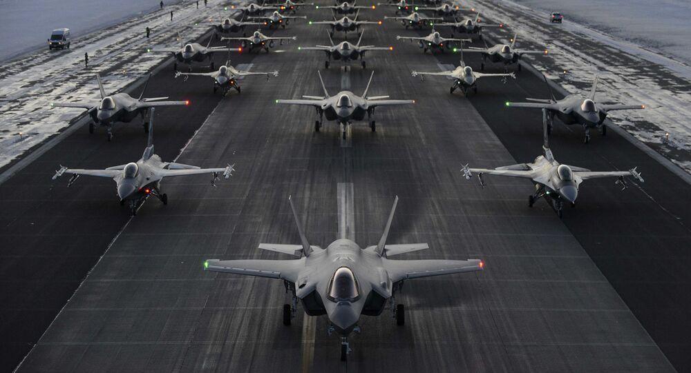 Letouny F-35 a F-16