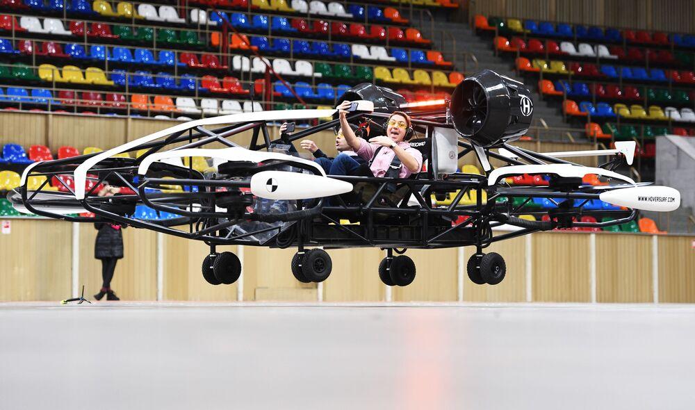 Test taxi dronů v prostorách Malé sportovní arény olympijského komplexu Lužniki v Moskvě