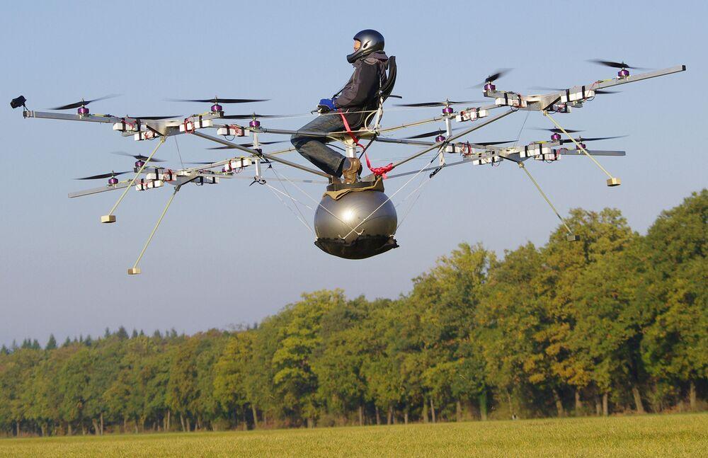 První pilotovaný let E-Volo