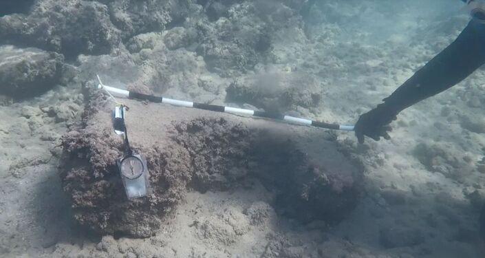 Ruiny neznámého starověkého přístavu, nalezené u pobřeží Sýrie