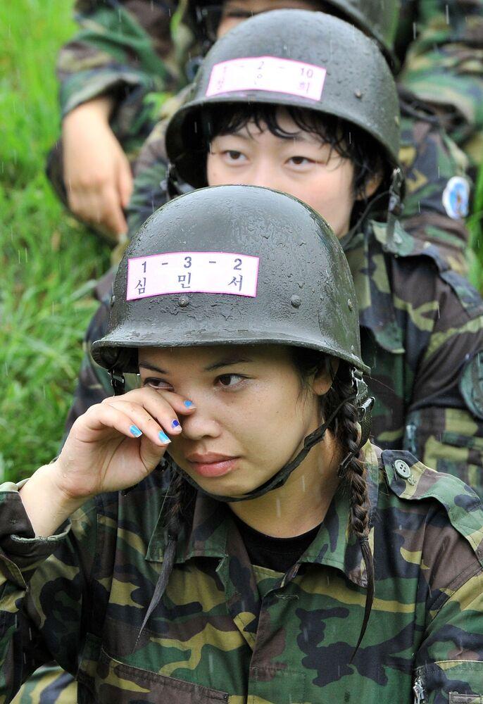 Dívky během výcvikového tábora pro civilisty v Soulu