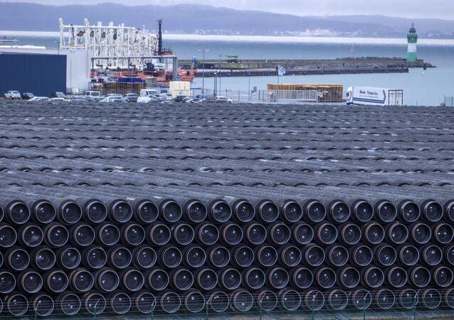 Potrubí na stavbu plynovodu Nord Stream 2 v Německu