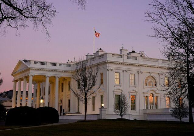 Výhled na Bílý dům ve Washingtonu