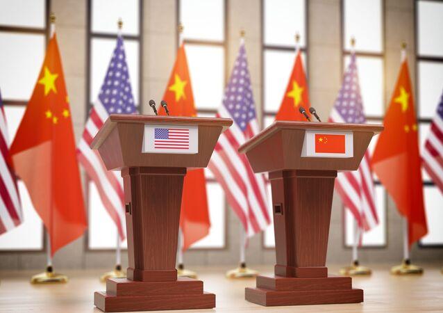 Vlajky Číny a USA. Ilustrační foto