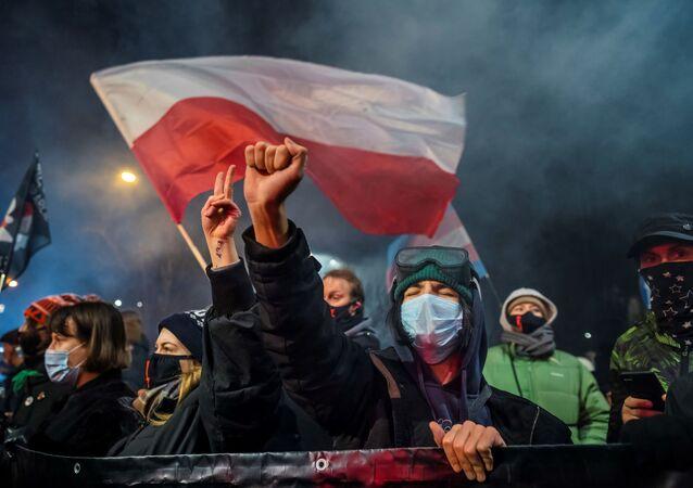 Demonstranti proti zákonu o potratech ve Varšavě, Polsko