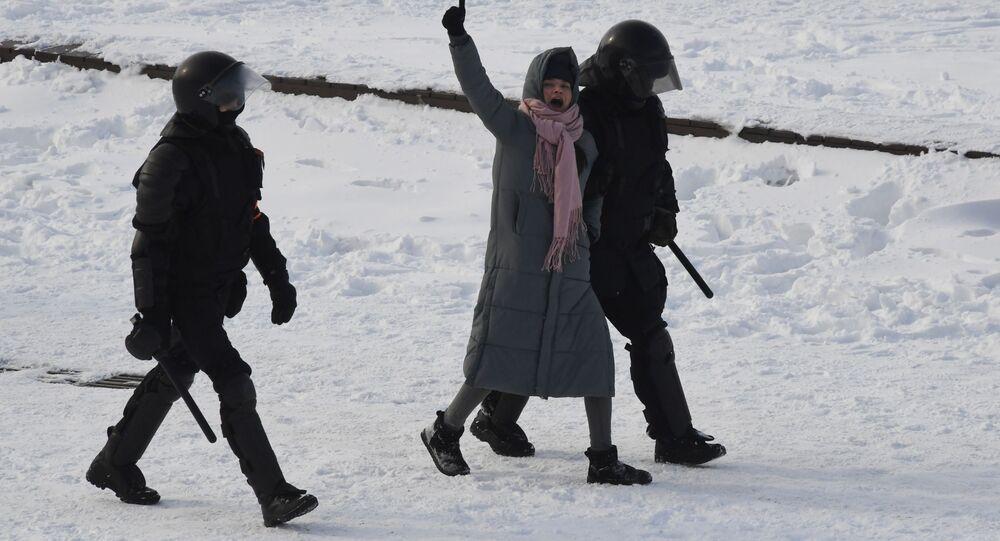 Policie zadržela účastnici nepovolené demonstrace ve Vladivostoku