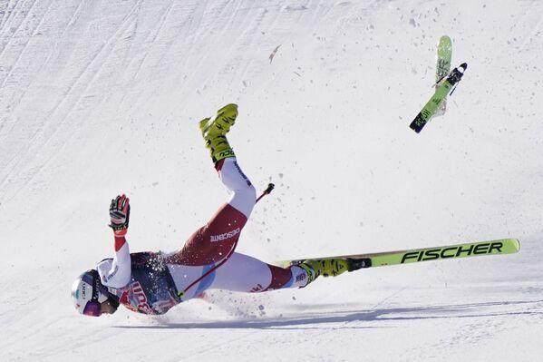Pád švýcarského lyžaře Urse Kryenbühla během Světového poháru v Rakousku. - Sputnik Česká republika