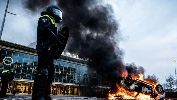 Plamenné protesty, hrůzné pády během soutěží a další kolo boje s covidem. Dramatické události týdne v galerii Sputniku - Sputnik Česká republika