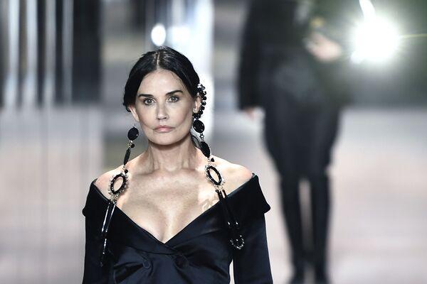 Herečka Demi Moore během Týdne módy v Paříži. - Sputnik Česká republika
