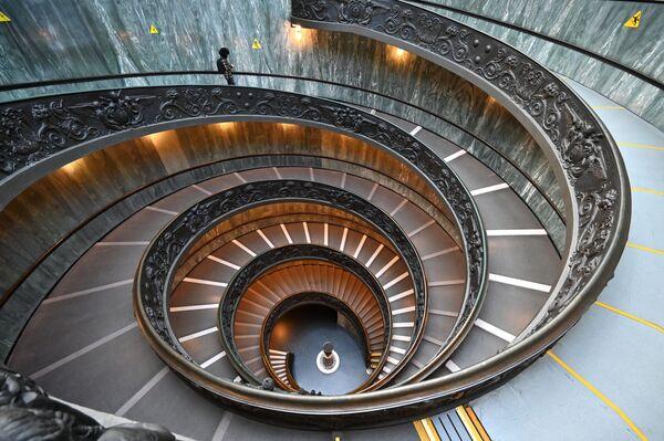 Schodiště Bramante ve Vatikánském muzeu.  - Sputnik Česká republika