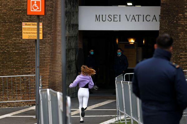 Vchod do Vatikánského muzea. - Sputnik Česká republika