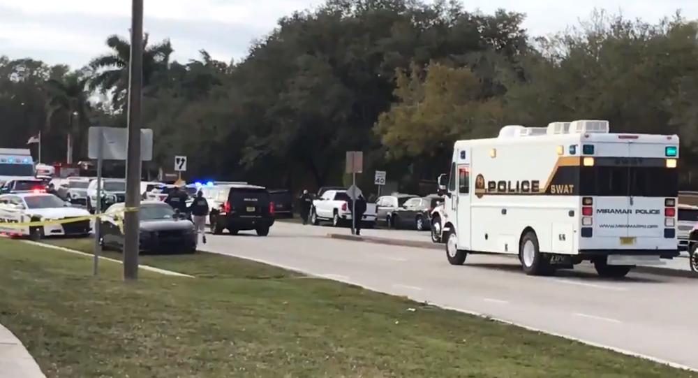 Záběry z bezprostřední blízkosti přestřelky FBI s podezřelým, při kterém byli dva agenti mrtví a tři zraněni