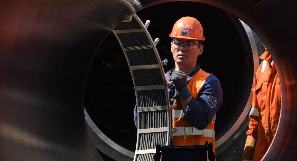Zaměstnanci pracují na staveništi plynovodu Nord Stream 2