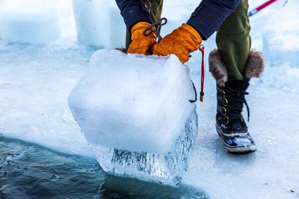 Příprava na zimní plavání u jezera Harriet v Minnesotě - Sputnik Česká republika