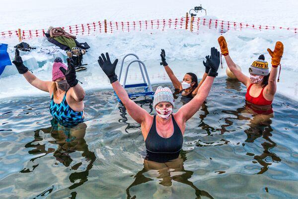 Zimní plavání u jezera Harriet v Minnesotě - Sputnik Česká republika