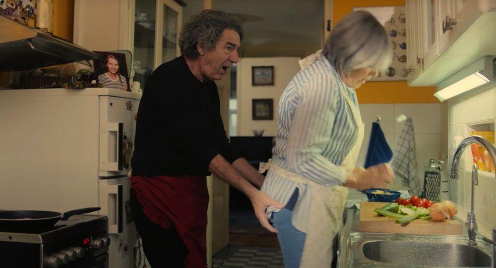 Záběr z filmu Příliš osobní známost