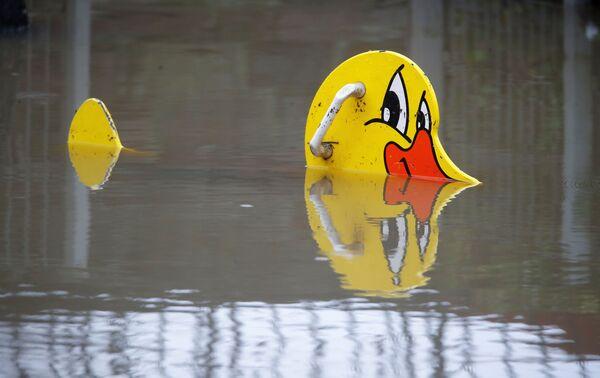 Zaplavené dětské hřiště v Německu - Sputnik Česká republika