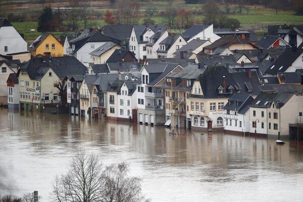 Domy na zatopené ulici v Německu  - Sputnik Česká republika
