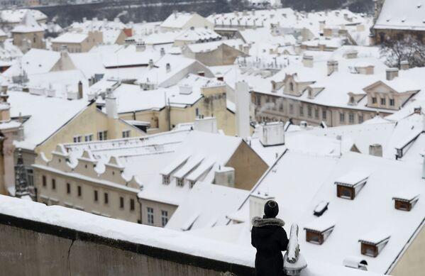 Zasněžené střechy domů v Praze. - Sputnik Česká republika