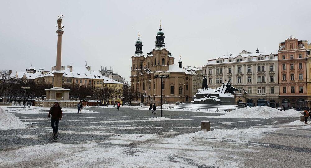 Jinde dnes Praha zela prázdnotou, nezvykle pustě dnes vyhlíželo Staroměstské náměstí...