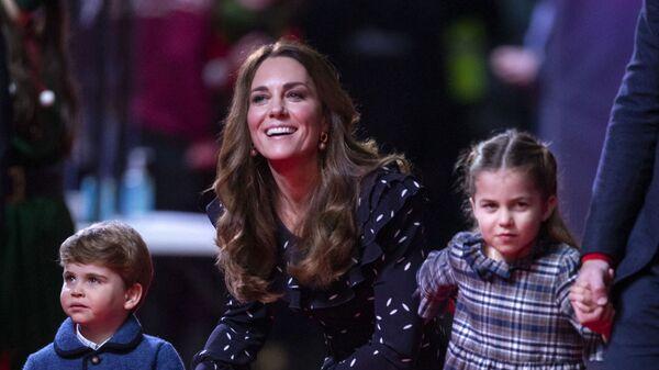 Kate Middletonová s dětmi princeznou Charlotte a princem Louisem - Sputnik Česká republika