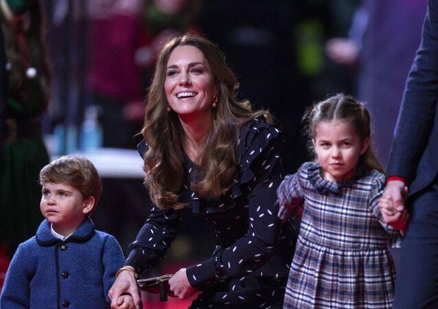 Kate Middletonová s dětmi princeznou Charlotte a princem Louisem
