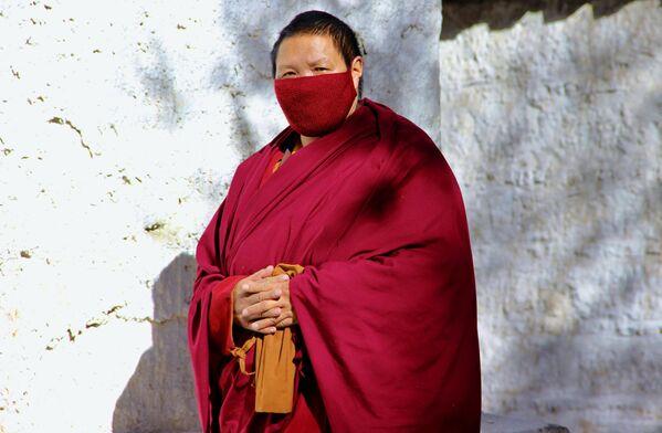 Tibetský mnich ve městě Lhasa. - Sputnik Česká republika
