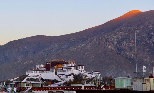 Palác Potála ve městě Lhasa, které je centrem Tibetské autonomní oblasti. - Sputnik Česká republika