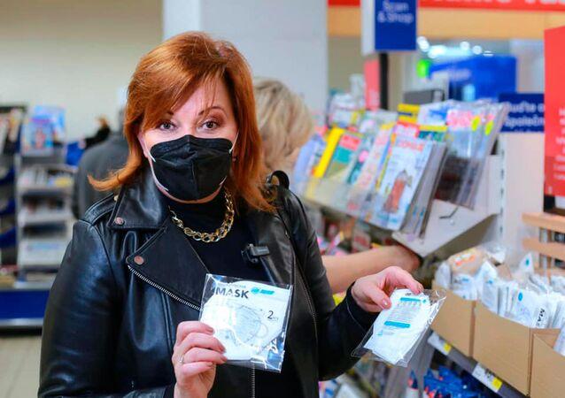 Ministryně financí Alena Schillerová při návštěvě velké sítě prodejen Tesco