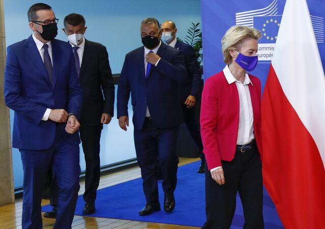 Mateusz Morawiecki, Andrej Babiš a Viktor Orban a předseda Evropské komise Ursula von der Leyenová v Bruselu