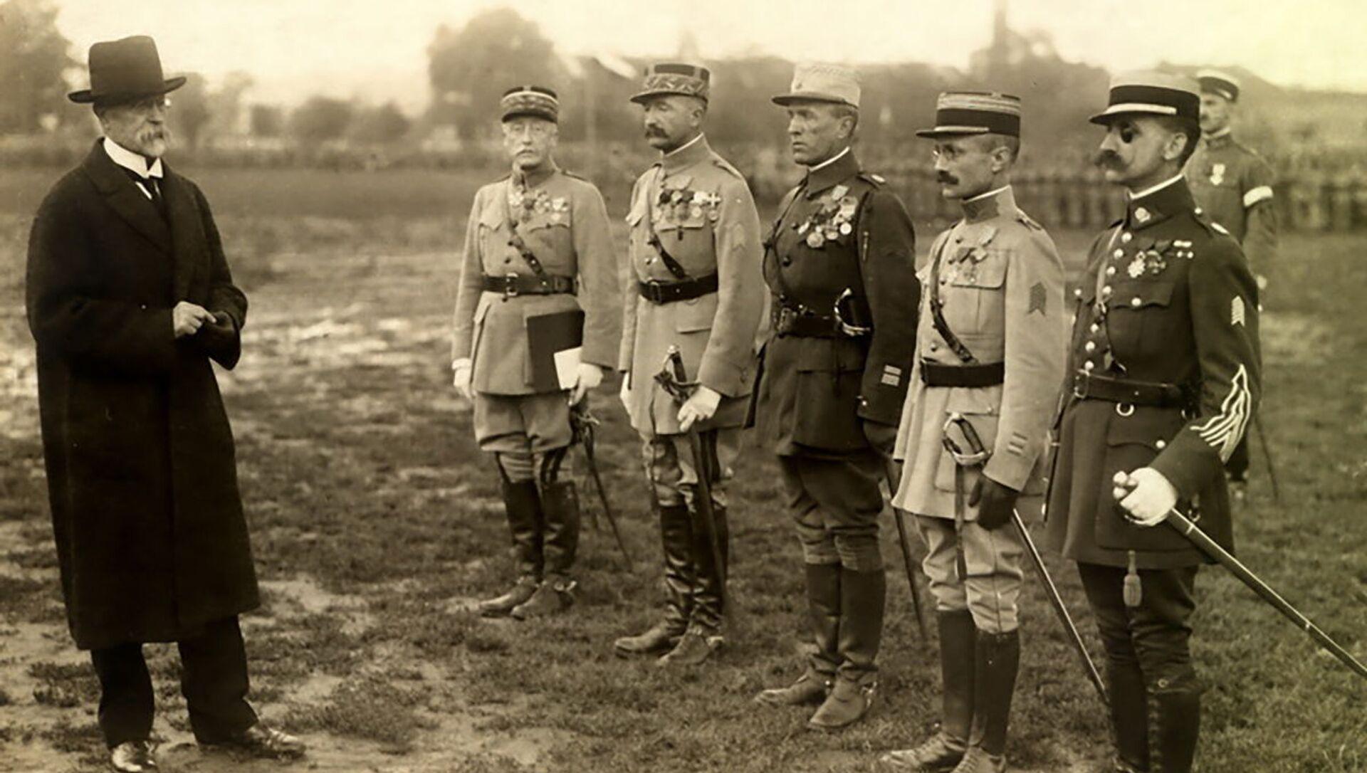 T. G. Masaryk udělil v roce 1919 příslušníkům Francouzské vojenské mise čs. Válečné kříže 1914‒1918 - Sputnik Česká republika, 1920, 20.04.2021