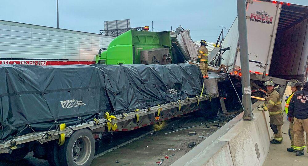 Velká havárie na dálnici v Texasu