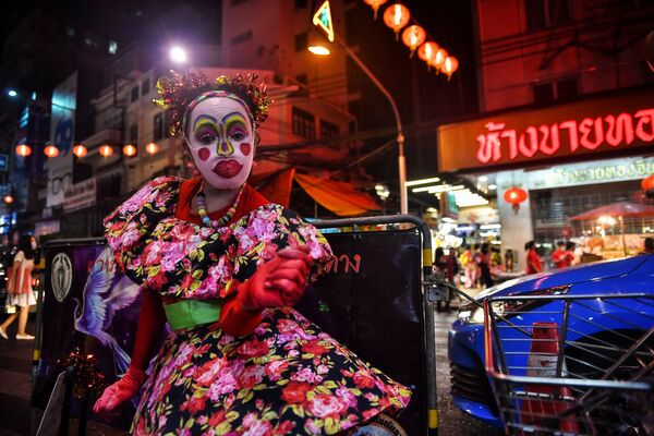 Tanečnice v čínské čtvrti v Bangkoku v předvečer lunárního nového roku.  - Sputnik Česká republika