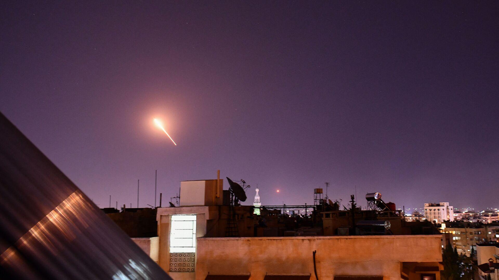 Zachycení izraelských raket nad Damaškem protivzdušnou obranou Sýrie  - Sputnik Česká republika, 1920, 20.07.2021