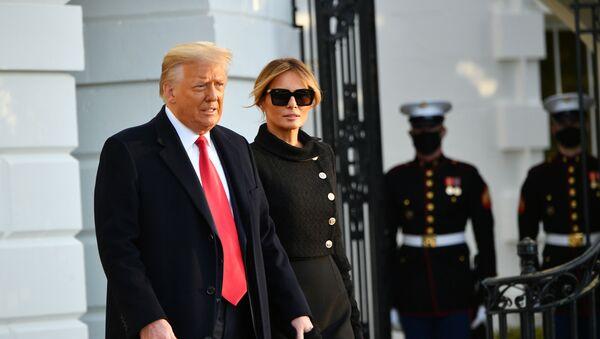 Donald Trump se ženou Melanií, když opouští Bílý dům. Ilustrační foto - Sputnik Česká republika