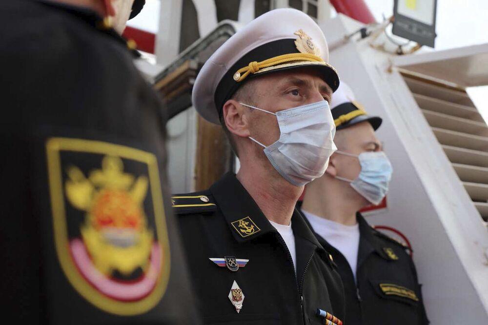 Důstojníci ruského námořnictva během společného cvičení íránského a ruského námořnictva v Indickém oceánu.