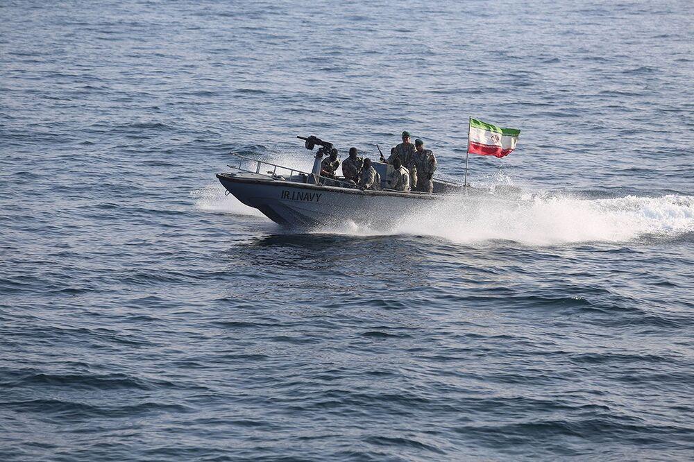 Společná cvičení námořnictva Íránu a Ruska v Indickém oceánu.