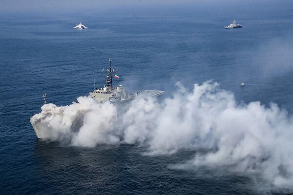 Výsadková loď íránského námořnictva Lavan (514) během cvičení íránského a ruského námořnictva. - Sputnik Česká republika