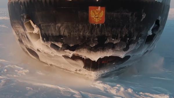 Těžkotonážní loď poprvé v dějinách překonala východní část Severní mořské cesty - Sputnik Česká republika