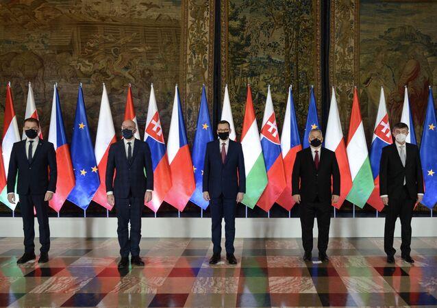 Slovenský premiér Igor Matovič, předseda Evropské rady Charles Michel, polský premiér Minister Mateusz Morawiecki, maďarský premiér Viktor Orban a premiér ČR Andrej Babiš