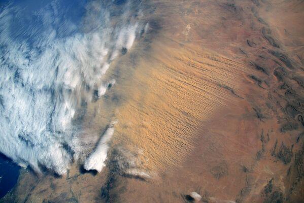 Písečná bouře z pouště Sahara. - Sputnik Česká republika
