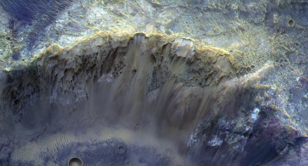 Snímek kráteru na povrchu Marsu. Ilustrační foto