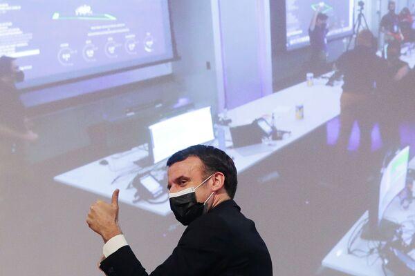 Francouzský prezident Emmanuel Macron se raduje z úspěšného přistání vozítka Perseverance na Marsu - Sputnik Česká republika