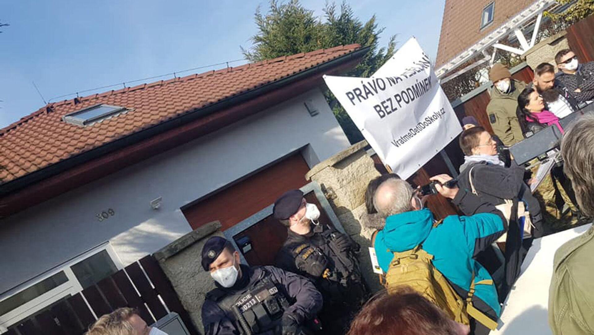 Protestní akce před domem ministra Hamáčka - Sputnik Česká republika, 1920, 09.03.2021