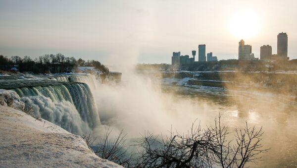 Spojené státy v sevření mrazů. Nad Niagarskými vodopády se objevila ledová duha - Sputnik Česká republika